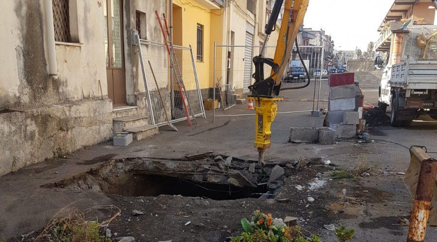 Giarre, via Ariosto: da oggi cantieri per il ripristino della voragine VIDEO