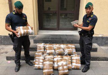 """Belpasso, arrestato corriere pescarese con 46 chili di """"erba"""" e hashish"""
