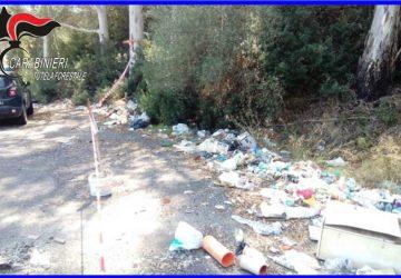 Caltagirone, sorpresi mentre abbandonano dei rifiuti nel bosco Santo Pietro: tre denunciati