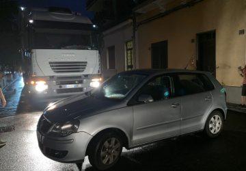 Giarre, tentano di rubare auto e paralizzano la via San Matteo VIDEO