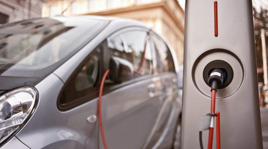 Giarre, colonnine per auto elettriche gratis. Ma il Comune non risponde