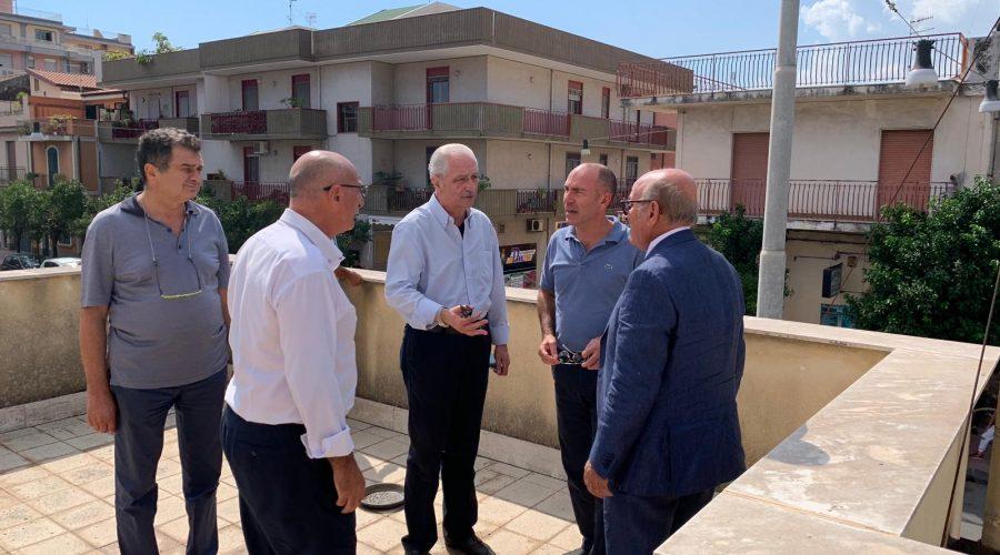 """Riposto, visita operativa del direttore generale dell'Asp Lanza nell'ex ospedaletto: """"Entro il 2020 i lavori di restauro"""" VD"""
