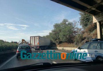 A18, tir sbanda tra Giarre e Acireale: traffico paralizzato