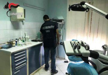 Biancavilla, carabinieri del Nas scoprono odontotecnico che esercita come dentista: denunciato VIDEO
