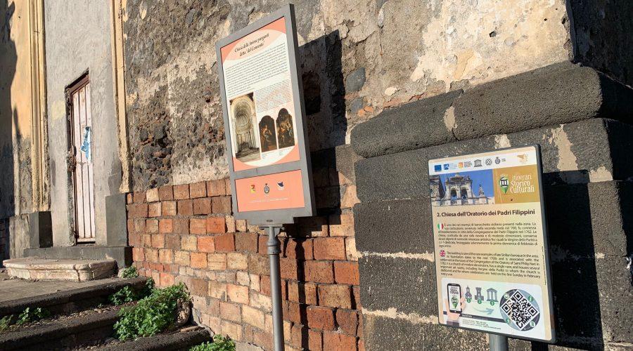 Giarre, quella chiesa dalla doppia identità. Pannelli contraddittori davanti l'ingresso