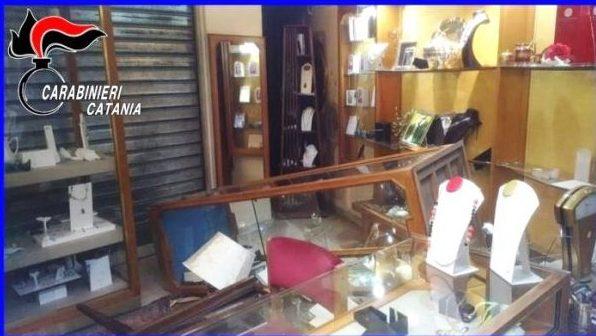 Mascalucia, assaltano gioielleria di via Etnea: catturati due rapinatori