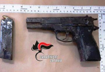 Catania, rinvenuta pistola in un terrazzo di via Piombai