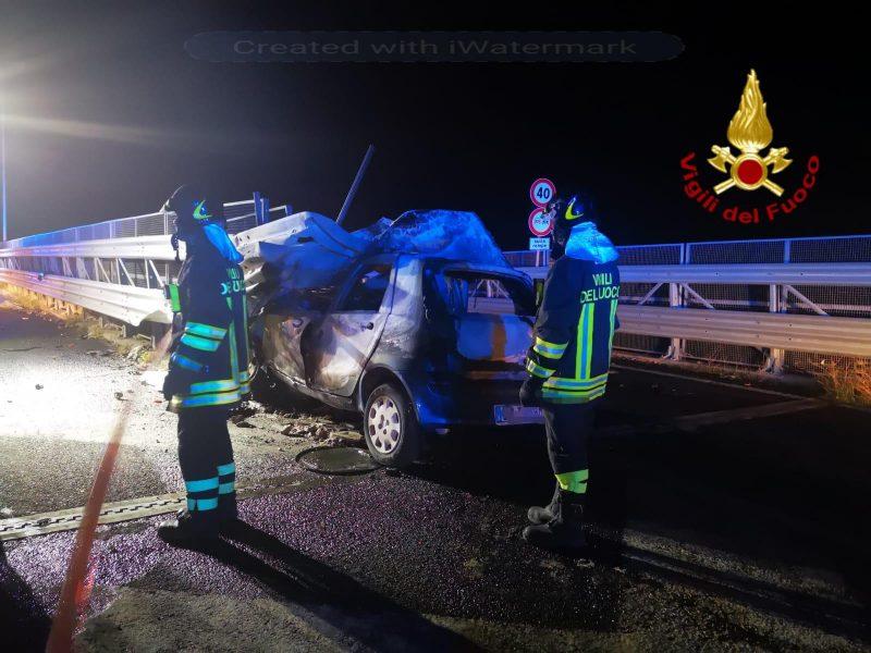 Catania, tragedia sulla Tangenziale, muore carbonizzato in auto dopo incidente