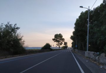 Sicurezza stradale a Fiumefreddo di Sicilia: lungomare e via Marina al buio da mesi