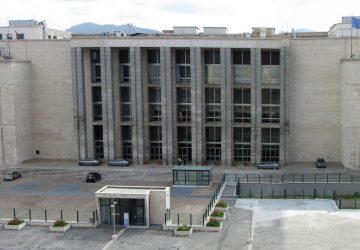 Azienda in rosso per le spese di un mutuo bancario: banca costretta a rivedere i conti annulla debito di 255 mila euro