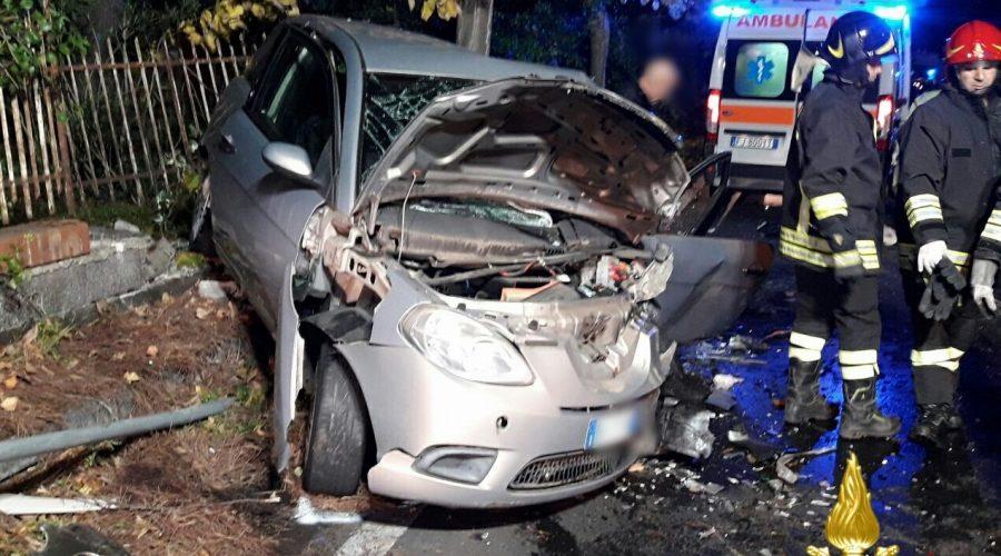 Pedara, grave incidente stradale. Intervento dei vigili del fuoco