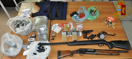 Adrano, un arresto per detenzione abusiva di armi e droga