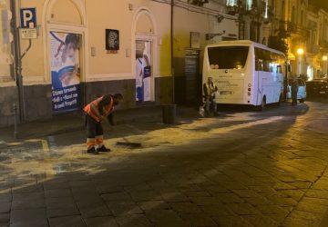Giarre, autobus perde olio in corso Italia rendendolo off limits