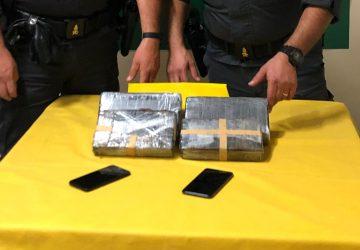 Percepivano reddito di cittadinanza e per arrotondare trasportavano cocaina per 2 milioni di euro: arrestati