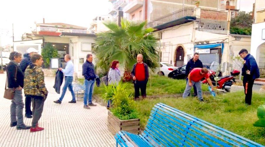 """""""Alberi per il Futuro"""" a Giardini Naxos: due nuove piante di ulivo sul lungomare"""