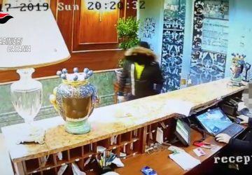 """Catania, rapinatore catturato sul """"Librino Express"""": aveva preso di mira un albergo VIDEO"""