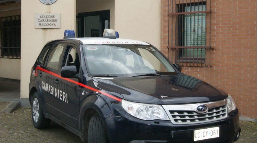 """Tenta """"truffa dello specchietto"""" a Castiglione: denunciato giovane siracusano in trasferta"""
