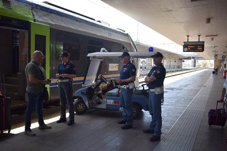 Controlli a tappeto della  Polfer nelle stazioni ferroviarie