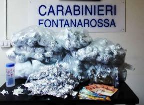 """Catania, ancora un arresto nella """"Fossa dei Leoni"""". Scovati 1,5 Kg di marijuana nel vano ascensore del condominio"""