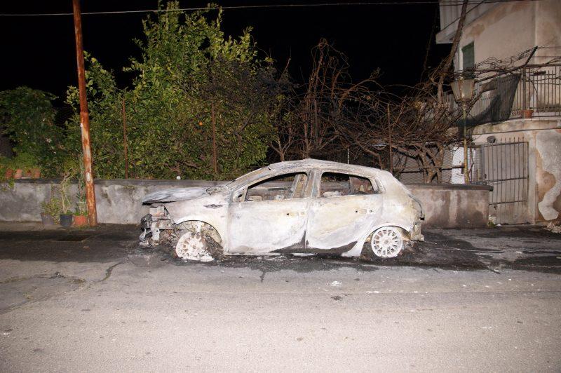 Auto incendiata al sindaco di Castiglione: prefettura dispone misura di sorveglianza per Camarda