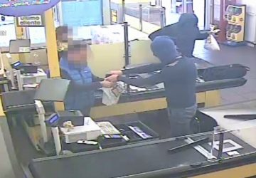 Paternò, arrestati due rapinatori seriali mentre stavano per assaltare una farmacia VIDEO