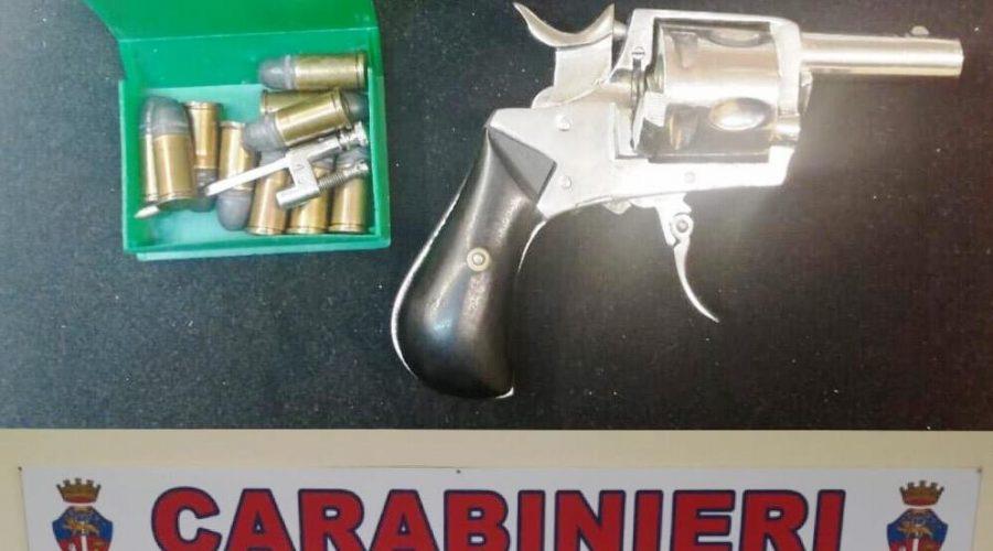 Giarre, 72enne a spasso con revolver a tamburo con cinque cartucce inserite. Arrestato