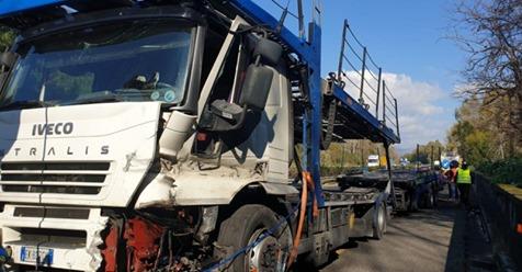 A18, grave incidente nel tratto di Tagliaborse. Bisarca perde controllo e invade la corsia: tragedia sfiorata