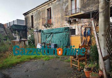 Riposto, blitz interforze di carabinieri e polizia municipale in un casolare di via Mattarella: riscontrate gravi carenze igienico sanitarie VD