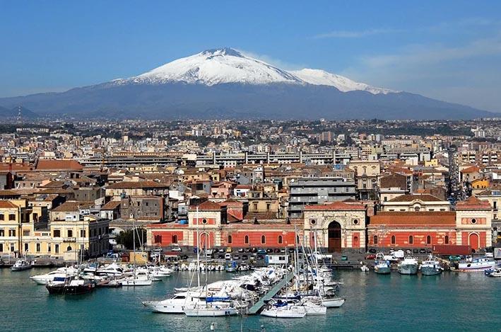 """Coronavirus a Catania: da domani scatta il """"coprifuoco"""""""