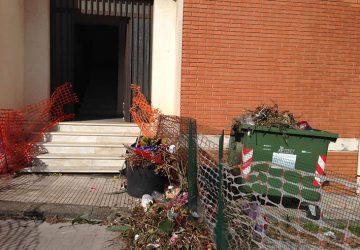 Il degrado del cimitero di Giarre varca i confini del comprensorio