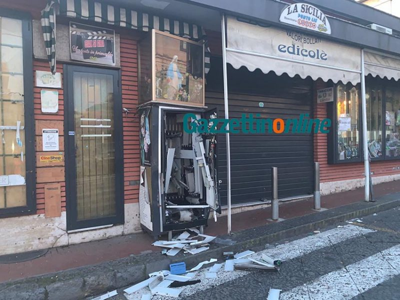 Giarre, ordigno esplode all'alba al tabacchi Barbagallo: distrutto erogatore sigarette VIDEO