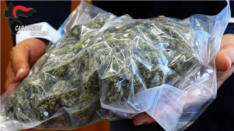 Acireale, beccato con oltre 100 grammi di marijuana