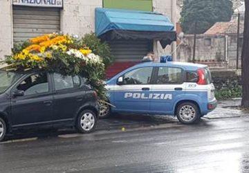 Catania, controlli a tappeto della polizia a Librino: nel mirino gli addobbi floreali al cimitero