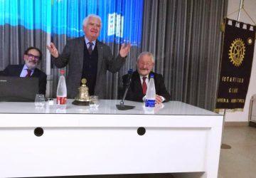 Giarre, i soci del Rotary incontrano lo scrittore Domenico Seminerio