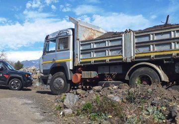 Pedara, sversavano rifiuti speciali in discarica già sottoposta a sequestro: due le persone denunciate