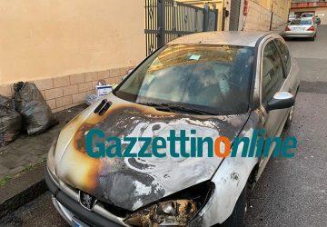 Giarre, incendio auto in via Catania