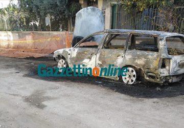 Mascali, incendio auto in via Vespucci