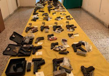 Catania: sequestrato un arsenale (32 armi e 3.000 munizioni) sotterrato in un terreno alla Playa