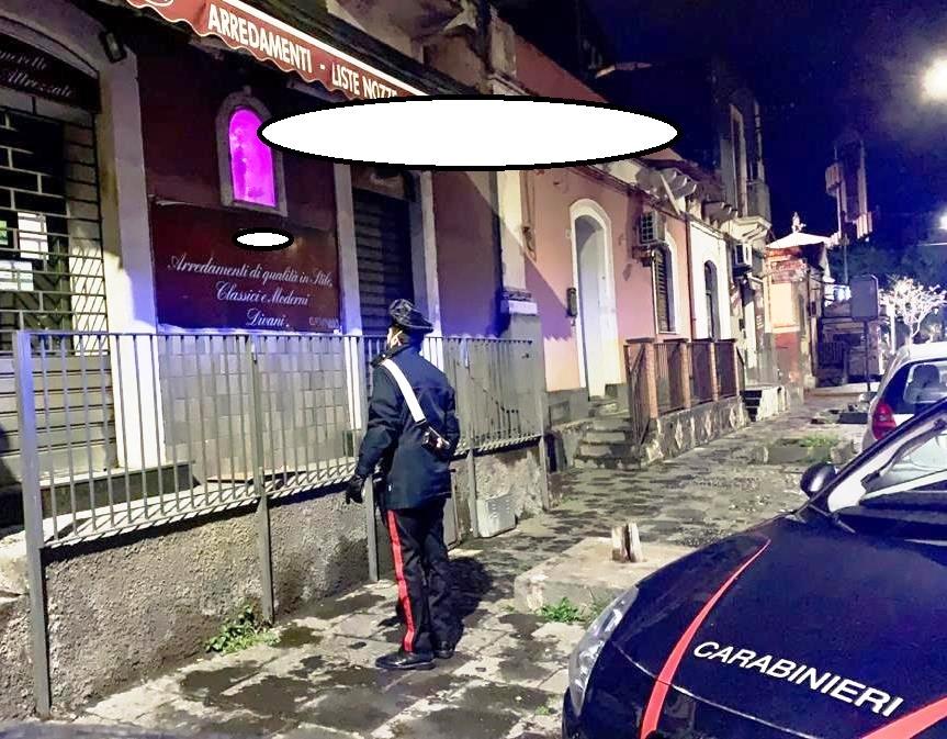 Catania, negozio aperto con dipendenti al lavoro: tre denunciati
