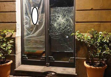 Acireale, tenta di sfondare la vetrina di un negozio: denunciato