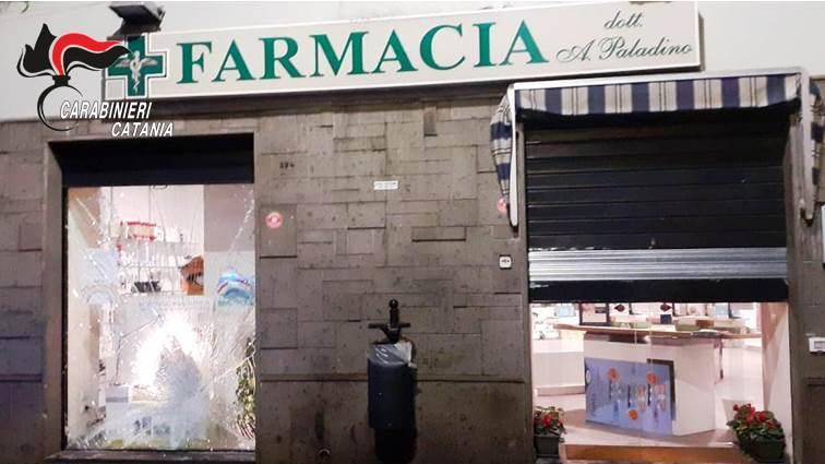 """Biancavilla, tenta """"spaccata"""" in farmacia con l'auto rubata: arrestato"""