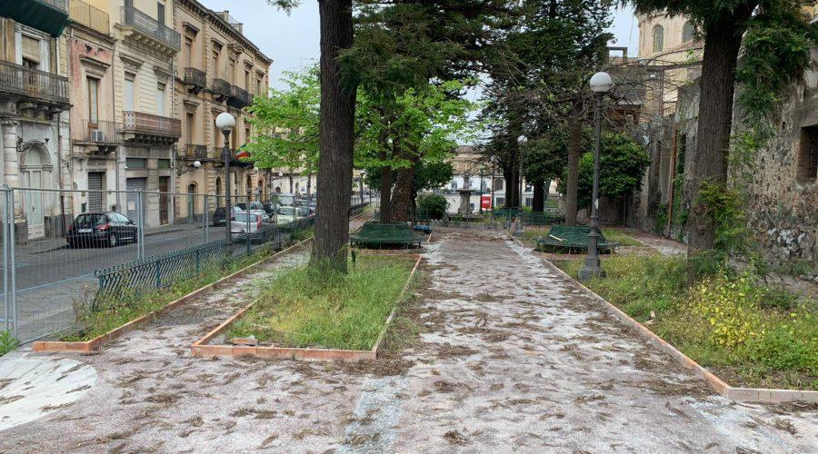 """Giarre, duro atto di accusa del parroco del Duomo, Nino Russo: """"Povera città disamministrata"""". Replica il sindaco"""