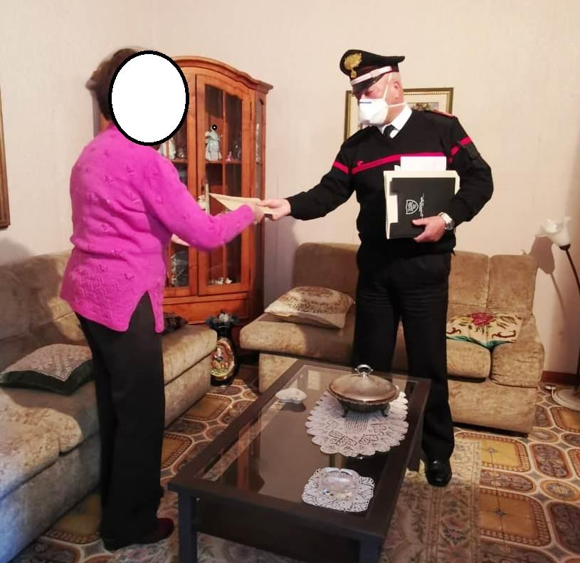 Giarre, il servizio di prossimità dei carabinieri: consegnata pensione a 83enne