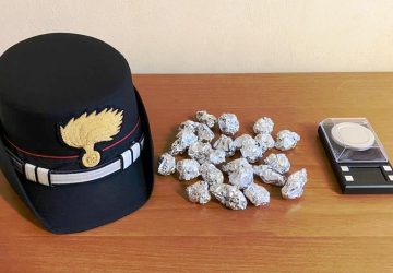 Con la droga nello zaino nei pressi di piazza Europa a Catania: arrestati