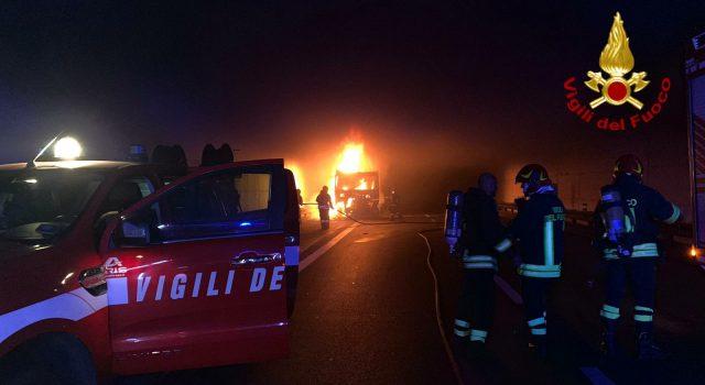 Incendio sulla tangenziale di Catania: traffico in tilt FOTO VIDEO
