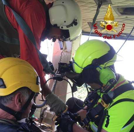 Zafferana, 60enne si perde su sentieri del vulcano: salvato da elicottero Vvf VIDEO