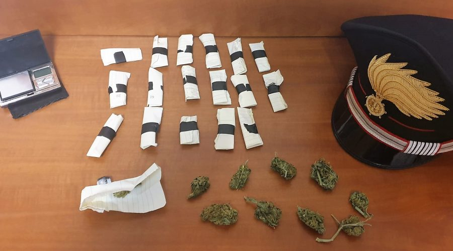Acireale, nascondeva la marijuana in casa: arrestato