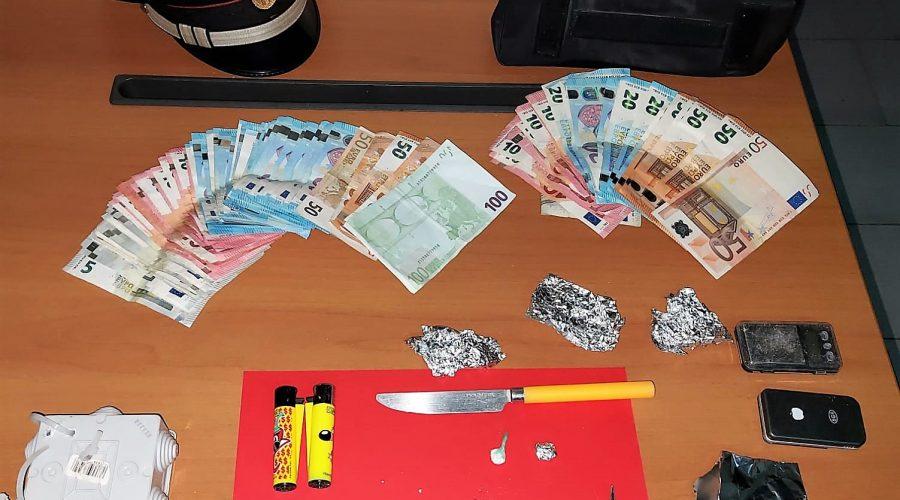 """Catania, piazzava """"coca"""" e """"crack"""" davanti casa: arrestato"""