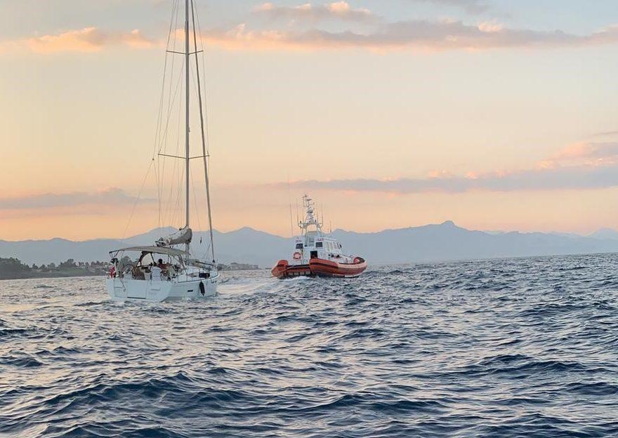 Stazzo, Guardia Costiera di Riposto soccorre una imbarcazione a vela in difficoltà