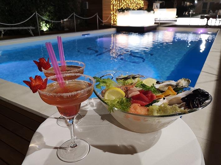 L'aperitivo a bordo piscina per una serata speciale